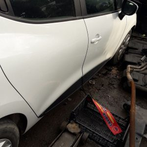 Renault Clio 4 Sağ ön Kapı